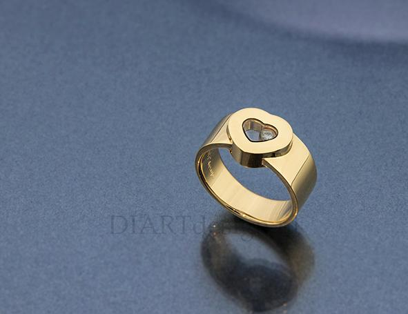 De klant had een Chopard hanger, waar ze graag een ring van liet maken.