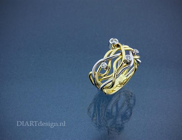 """""""Nest"""" ring, met levensdraden uit geelgoud, witgoud en briljanten."""