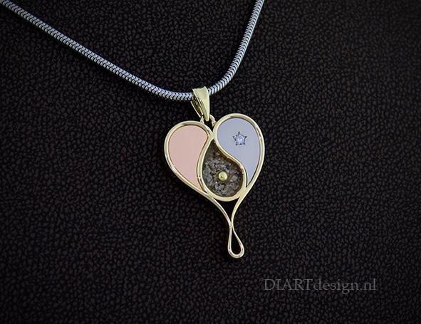 Urn hanger, naar een idee van de klant. Te zien zijn: hart, yin yang, traan, ster en as.
