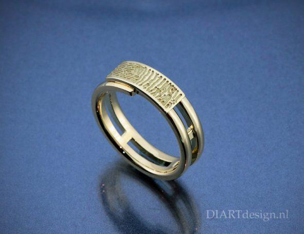 Geelgouden ring met vingerafdruk.