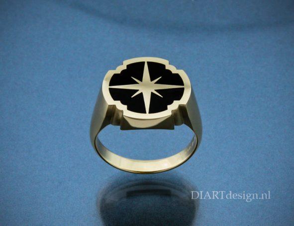 Gouden zegelring met getekend kompas.