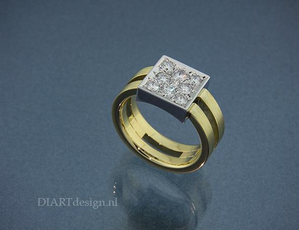 Ring uit geel- en witgoud en brillanten.