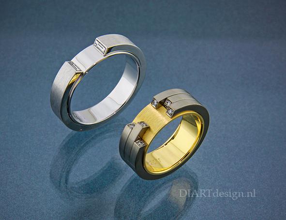 Trouwringen. Damesring; geelgoud, titanium en briljanten. Herenring; witgoud met baguette geslepen diamanten.